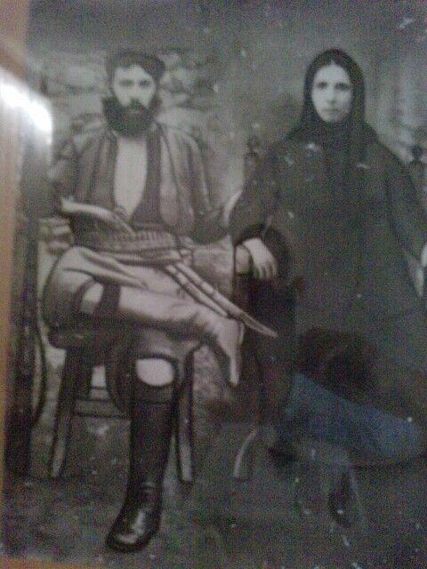 Σκουλούδης Αντώνης και η σύζυγός του Μαγιόγκα το γένος Παπαμαρκάκη Γ., από Μαργαρίτες Ρεθύμνου το 1905.Crete Creece.(Παπούς & Γιαγιά μου, Άλκης Κ.)