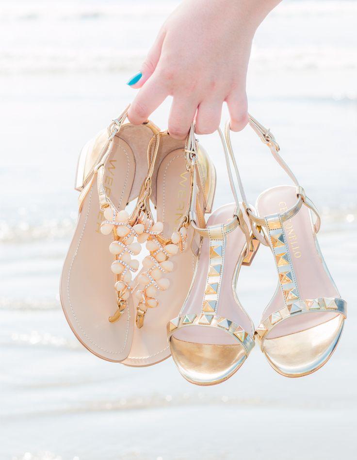 Sandálias rasteiras douradas