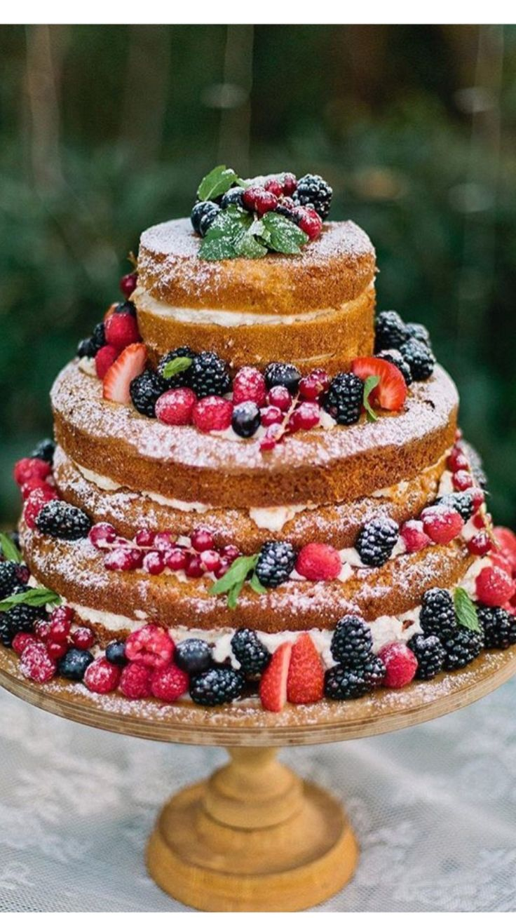 Delicious naked wedding cakes - perfect for rustic wedding g day themes!