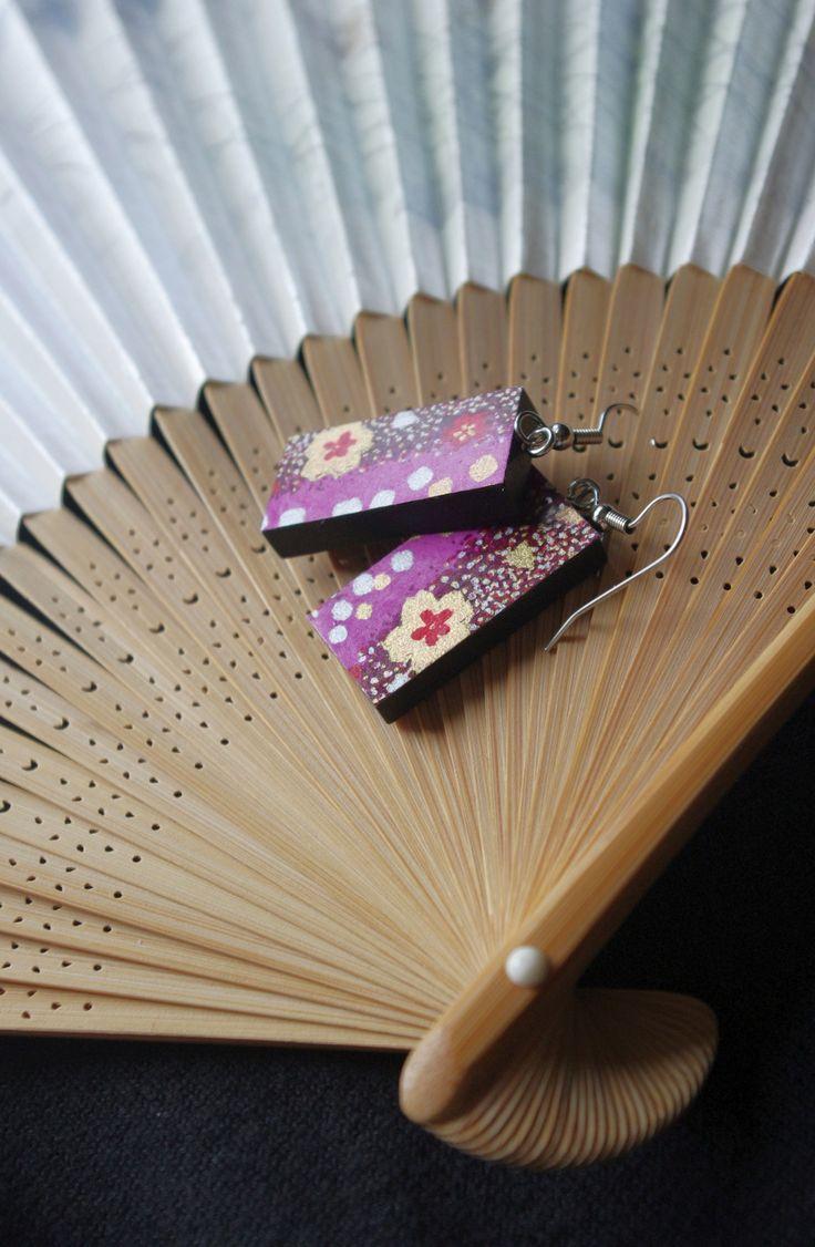 """krásky z Japonska """"Emi"""" lehké dřevěné náušnice s tradičním japonským papírem Chiyogami / Beauty from Japan """"Emi"""" - light wooden earrings decorated with traditional Japanese paper Chiyogami  www.fler.cz/clonka"""