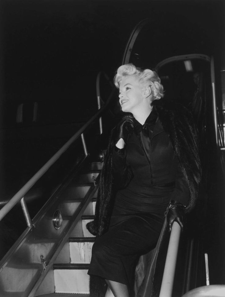 Marilyn arriving at a press conference for Bus Stop, 1956.