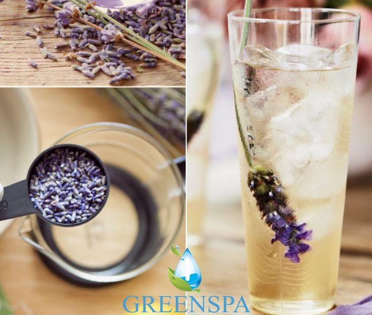 Şimdi size baş ağrısına ve stresinizi azaltan bir tarif vereceğiz.  Buzlu Lavanta Çayı ☕️ İçindekiler:  4 su bardak 🥃  3/4 çay kaşığı kurutulmuş lavanta  4 organik yeşil çay poşetleri  Organik lavanta dalları  Tarif: •Bir tencerede su kaynatın. •Ateşten alın ve 4 - 5 dakika bekletin. 🕚 •Çay poşetlerini ve lavantaları ekleyin. ( lavanta dallarını henüz değil ) •5 dakika boyunca dik olsun. •Isıya dayanıklı bir kapa sıkıştırın. •Buzları bardakların içine dökün. Keyfini çıkarın.. ☺
