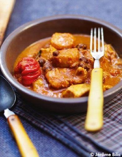 Recette Curry de poulet, bananes, mangue    : Coupez les aiguillettes en 3 et faites-les revenir dans une cocotte avec un peu d'huile d'olive.Pelez et hache...