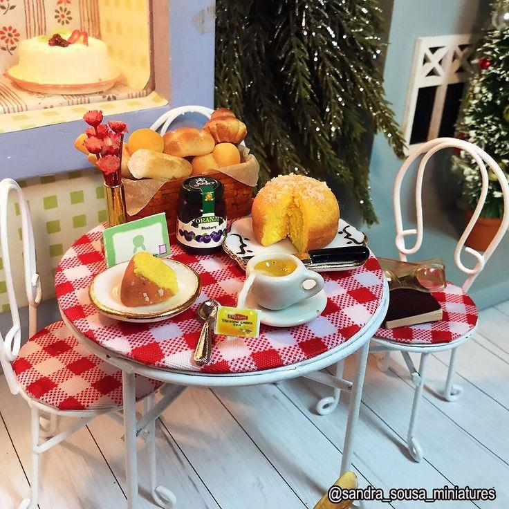 Un thé entre amis     #café #bakery #boulangerie #lunch #goûter #pâtisserie #cake #shop #tea #miniatureart #miniaturefood #dollhouse #dollhouseminiatures #food #fakefood #polymerclay #miniature #art #artist #fimo #clay #sandra_sousa_miniatures
