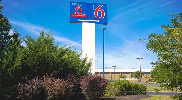 Motel 6 East Brunswick East Brunswick Just a short drive from a variety of attractions and activities, the Motel 6 in East Brunswick, New Jersey offers convenient services and amenities for a comfortable stay.  Motel 6 East Brunswick is only a 45-minute train ride from New York City.