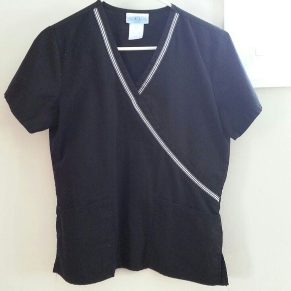Scrub Top ( as good as new ) Black scrub top with white stripes in the front. Double pockets in the front. Combine with my other offers and get a discount Scrubs (SB) Tops