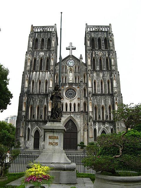 ランドマークのハノイ大教会を訪れる。 ハノイ旅行のおすすめ見所・観光アイデアまとめ。
