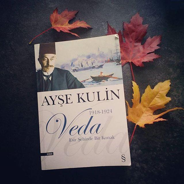 İçinde aşk olmayan roman olmaz, olsa da tadı olmaz ;) Aşk ve tarih...
