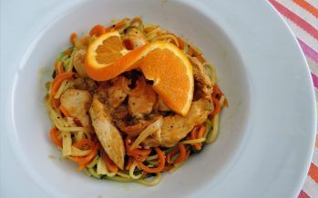 Kipfilet in honing-sinaasappelsaus met groente spaghetti