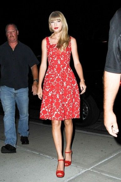 Taylor Swift's red and white dress on MTV
