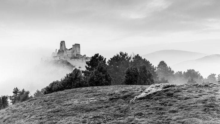 Misty morning at the Bathory castle - null