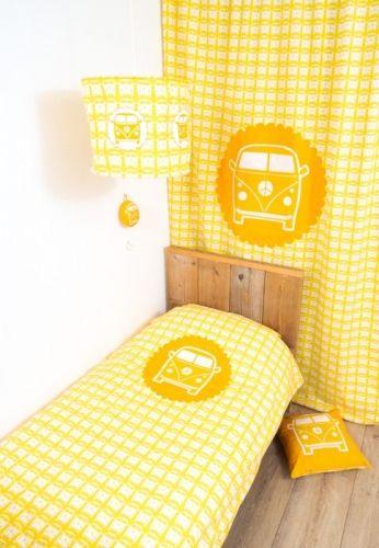 Kussen VW Busje geel? De leukste Kussens voor de kinderkamer bij Saartje Prum.