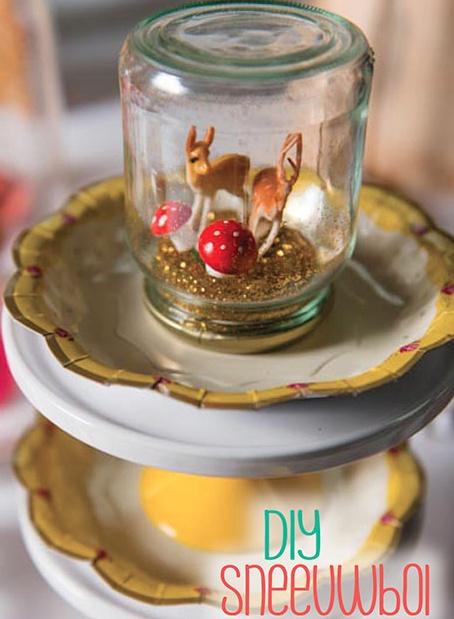 #DIY glitter snow globes - zelf een sneeuwbol maken stap voor stap #diy #zelfmaker kijk op www.moodkids.nl