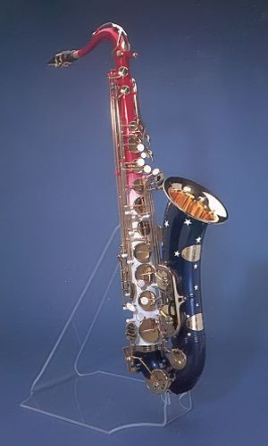 L.A. Sax Company, Barrington, Illinois. Tenor saxophone, 1993. No. 1 of a limited edition of 150 Presidential Model tenor saxophones. Presented to President Bill Clinton on Monday, May 16th, 1994, in the White House Oval Office. Gift of Bill Clinton, President of the United States, 1994 (NMM5727)
