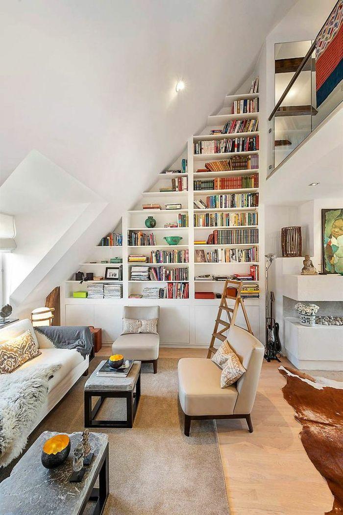meuble sous pente, bibliothèque sous toit, un salon magnifique sous les combles