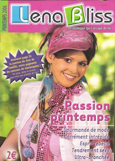 106c9d6da2ef5 Magazine de mode et bijoux des filles et des ados des années 2000 ...