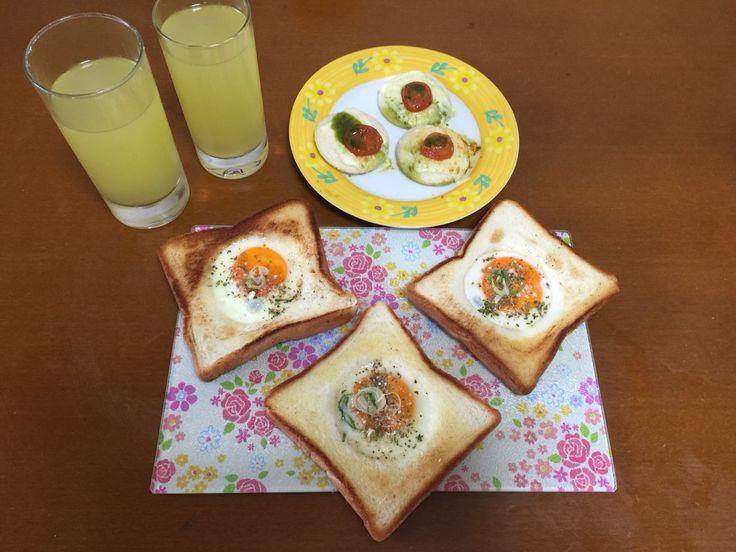 Ovos na cestinha, amei fazer e com o miolo do pao coloquei queijo,tomate levei no microondas so pra derreter e acrescentei molho de ervas