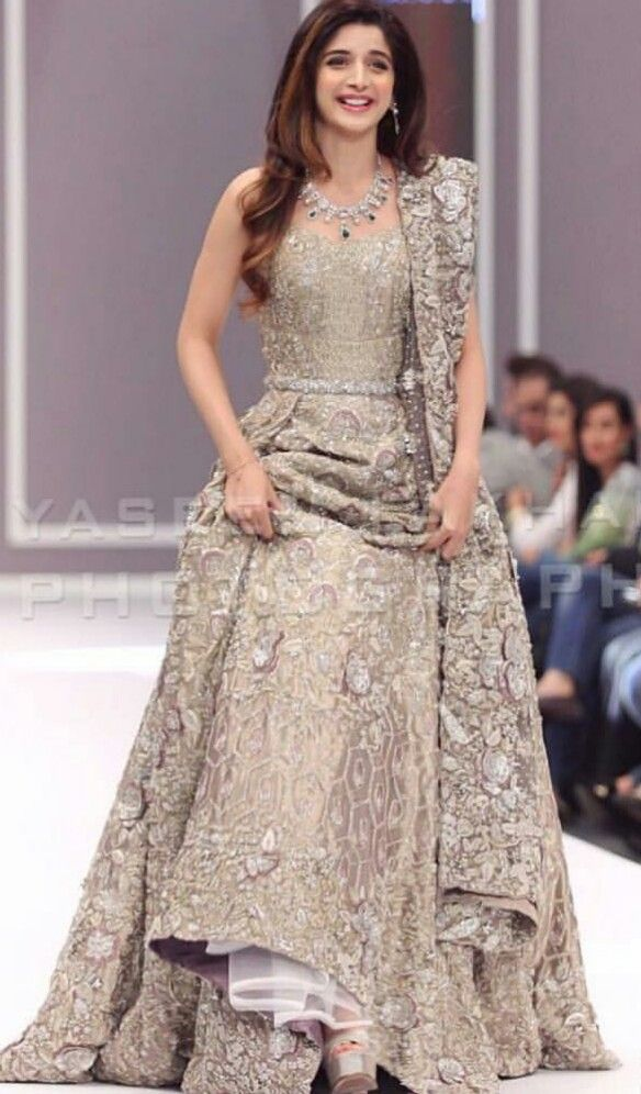 Mawra always stuns in bridal looks and in this silver lehnga and stunningly beautiful neckpiece she is just looking perfect...#go mawra #go desi!!!