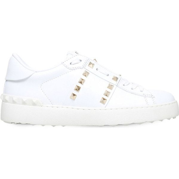 Valentino Rockstud leather low-top trainers (2.510 BRL) ❤ liked on Polyvore featuring shoes, sneakers, leather shoes, valentino trainers, genuine leather shoes, low top and low profile sneakers
