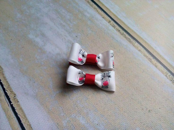 Dwie świąteczne spineczki kokardki w renifery, Wym. ok 2,5 x 5,5cm, klips: pyk 4,5cm.