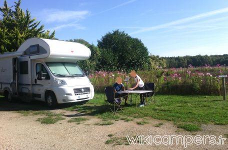 Location-camping-car-Capucine-BURSTNER-Levanto-A576