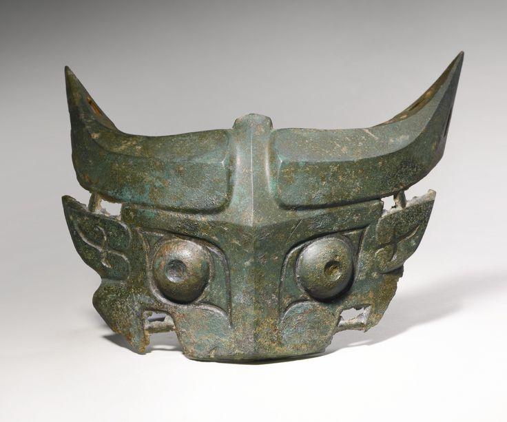TAOTIE - Bronzemaske - das sind raubkatzenähnliche Vielfraße - ein Motiv, das den Übergang vom Diesseits ins Jenseits symbolisiert. Alter des Objekts :10.-11.Jahrhundert vor Chr.