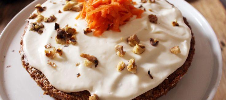 Una torta che vi trasporterà ai tropici con carota, noce di cocco e una glassa di crema di formaggio. Spettacolare.