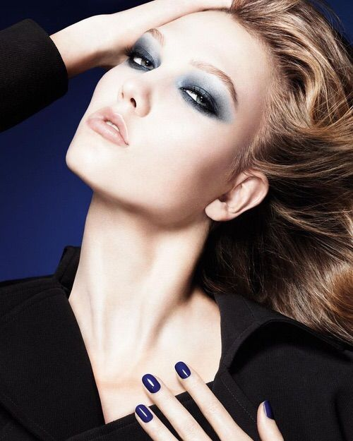 Image via We Heart It #fashion #girl #KarlieKloss #makeup #model
