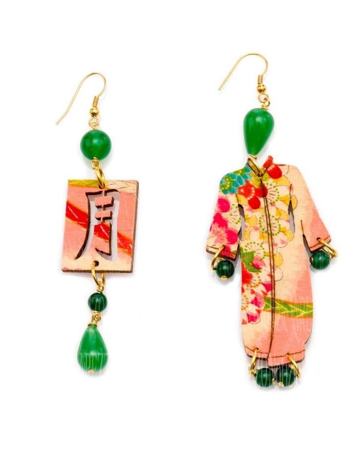 Lebole    Azienda aretina diventata celebre negli anni '50 per la moda maschile e' anche bijoux. Il segreto di Lebole Gioielli è non annoiarsi, essere curiosi: e questo emerge osservando non soltanto l'unicita' dei pezzi in esposizione a Bijorhca ma anche gli espositori che li accolgono. Spicca per novita' la collezione Kimono.