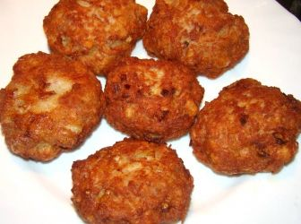 Burgonyás fasírt recept: Darált húsból valami finomat, valami újat... És mivel jól sikerült feltöltöm. :) http://aprosef.hu/burgonyas_fasirt