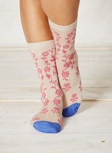 Braintree Pink floral bamboo socks   Consciously-crafted, sustainable socks that use some of the planet's strongest, softest and most eco-friendly fabrics. Naturally antibacterial, hard wearing and thoughtfully designed