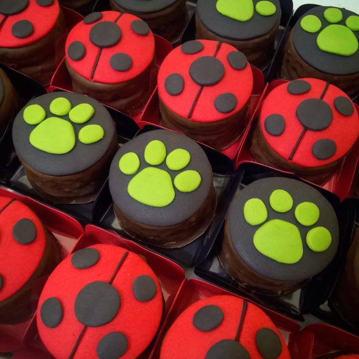 Hoje teve festa linda na @casaamarelabuffet -tema Miraculous Ladybug ❤ #pãodemel #miraculous #miraculousladybug #festamiraculous #chatnoir #ateliêdopãodemel #ribeirãopreto