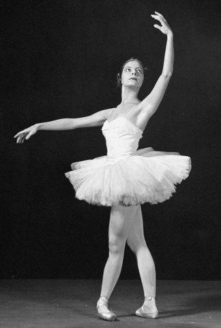 55 best alicia alonso images on pinterest dancing for Antony tudor jardin aux lilas
