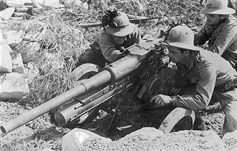 2.WW, Theater of war, North African campaign (Feb41-Mai43): Tunesia : italian light artillery position. March 1943 - pin by Paolo Marzioli