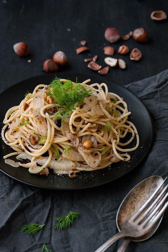 Spaghetti mit Fenchel in Haselnussbutter (Anzeige für Pasta Garofalo) - Spaghetti with fennel in hazelnutbutter (Ad for Pasta Garofalo)