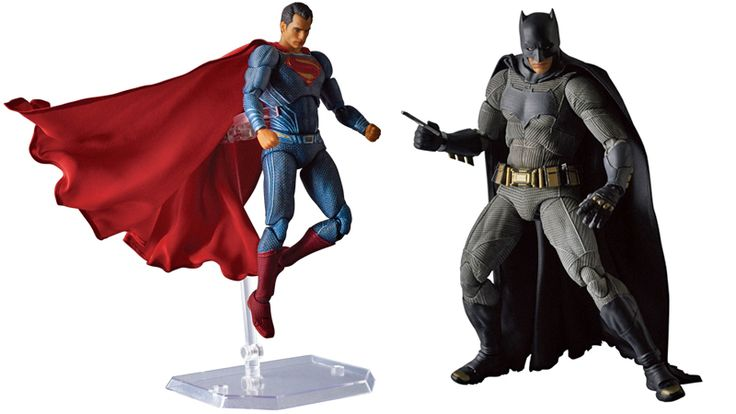 Check Out the Glorious Capes on These Batman v SupermanAction Figures