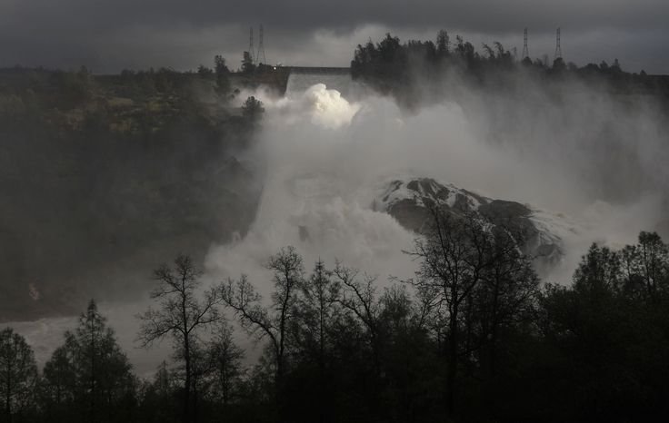 Storm headed to Oroville Dam area carries 10 inches of rain, revised forecast warns:  February 16, 2017