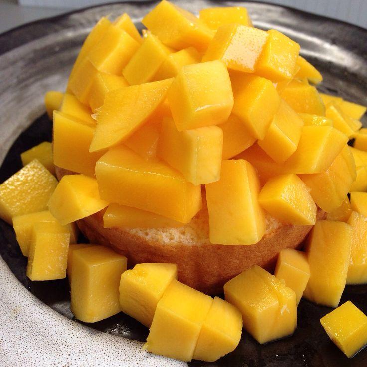 マンゴー農家のおやつ ロールケーキにマンゴーざく切りのせて 鹿児島安田農園