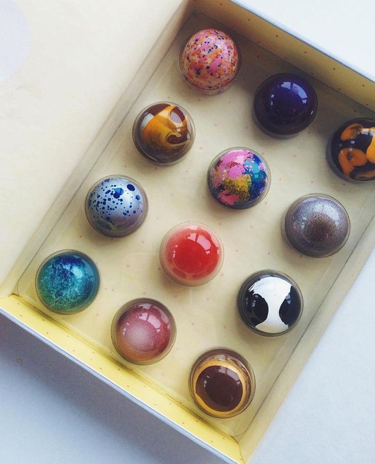 Thank you Photographer @lauren.spinelli for the awesome shot of our chocolate box!  @valrhonausa #timeout #timeoutnewyork #photographer #valrhona #bar #foodandwine #eeeeeats #beautifulcuisines #yum #chocolate #bonbon #buzzfeast