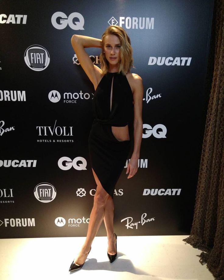 Vestido preto nada chato. Renata Kuerten na festa da GQ Brasil