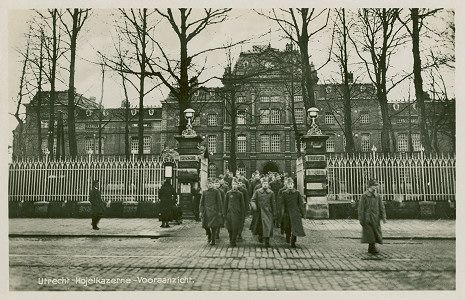 Hojel of Vesting-Artillerie Kazerne aan de Croeselaan 39   1884 - 1990  Architect was P.C.J. Voorduijn