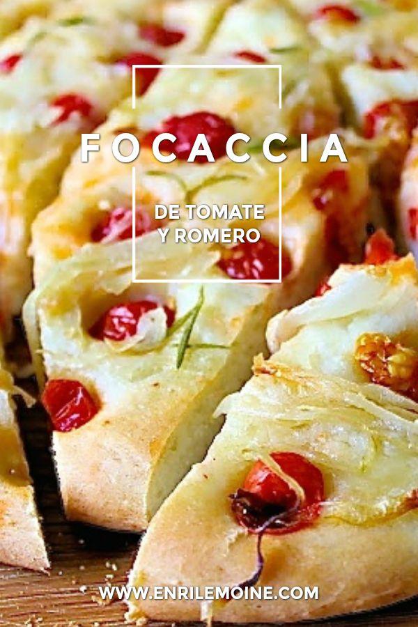Las focaccias son primas de las pizzas. Esta focaccia de tomate, cebolla y romero, se puede comer caliente o fría, como si de pan se tratara y además se puede comer sóla, en la merienda o en la comida. Haz clic para ver la receta paso a paso de esta delicia de la gastronomía italiana. via @enrilemoine Bread Recipes, Cooking Recipes, Healthy Recipes, Rosemary Focaccia, No Bread Diet, Types Of Bread, Chicken Salad Recipes, Creative Food, Bread Baking