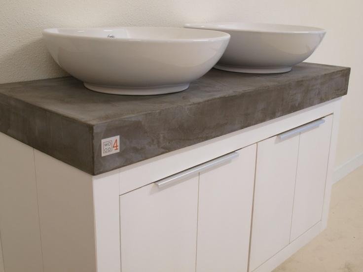 Badmeubel met beton cire blad en dubbele waskom. Een meubel met karakter en stijl. Bathroom wastafel badkamermeubel