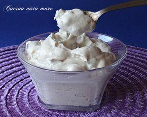 La crema kinder bueno è una deliziosa e golosa crema morbida, ottima per farcire torte e bignè ma anche da servire al cucchiaio in bicchierini monoporzione!