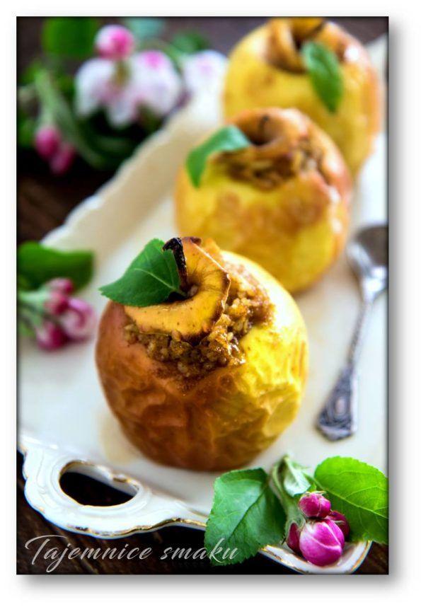 Jabłka pieczone z kaszą jaglaną, żurawiną, orzechami i miodem – Tajemnice smaku