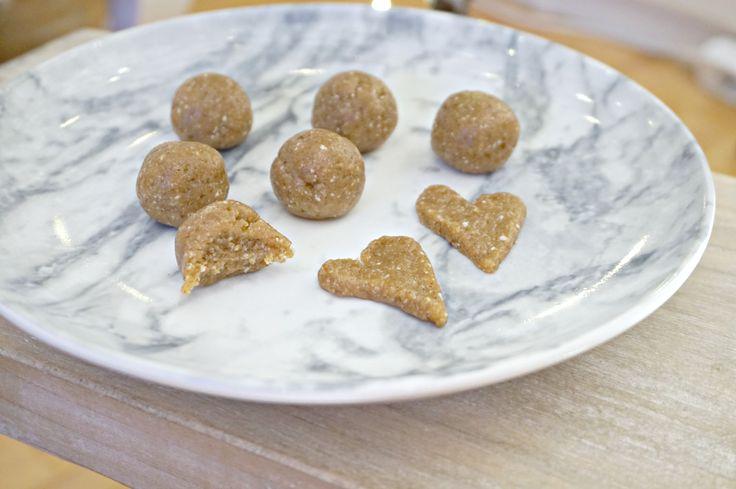 Rå pepperkakekuler uten sukker, melk og gluten