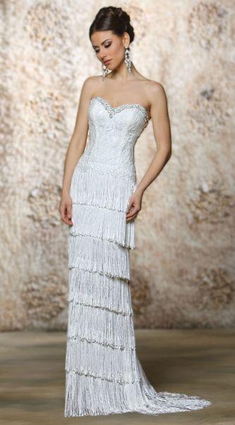 Nyfika Evita Sposa Nyfiko Cisternino Υπέροχο μοντέρνο νυφικό Νυφικό από κρόσια, δαντέλλα και χειροποίητα κεντήματα Νυφικό που αναδεικνύει εντυπωσιακά τη σιλουέτα της νύφης