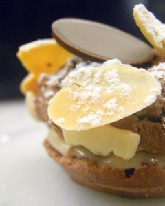 le bernadin | pastry chef michael laiskonis (literally, the sweetest man alive) re-invents the look of a simple paris-brest, a variation of a choux cream puff...still elegant, yet contemporary.