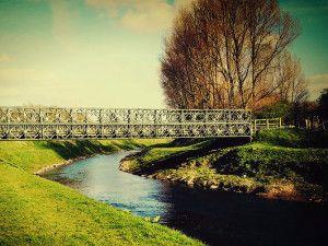 """Chorlton Water Park: a Chorlton-cum-Hardy, nella periferia suburbana di Manchester, c'è un parco molto tranquillo, dove scorre il fiume Mersey e che ha ispirato una delle canzoni più belle è famose degli Stone Roses, """"Mersey Paradise""""."""