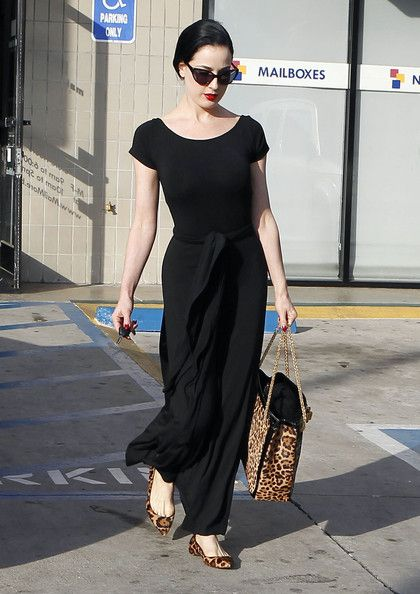 Dita Von Teese Photo - Dita Von Teese Leaving A Nail Salon
